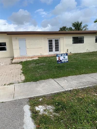 Lauderhill Single Family Home For Sale: 3757 NW 2nd St