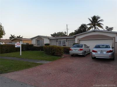 Miramar Single Family Home For Sale: 7716 Fairway Blvd