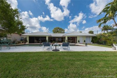 Lake Worth Single Family Home Active With Contract: 1124 N Golfview Rd