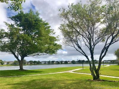Oakland Park Condo Active With Contract: 3441 NW 44th St #108