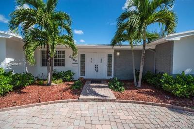 Miami FL Single Family Home For Sale: $729,000
