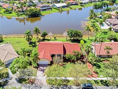 Pembroke Pines Single Family Home For Sale: 19330 NW 5th St