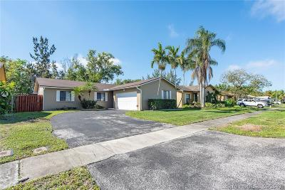 Sunrise Single Family Home For Sale: 10770 NW 20th Ct