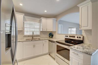 Delray Beach Condo For Sale: 14300 Nesting Way #A