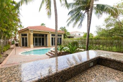 Miami Single Family Home For Sale: 19530 Presidential Wy