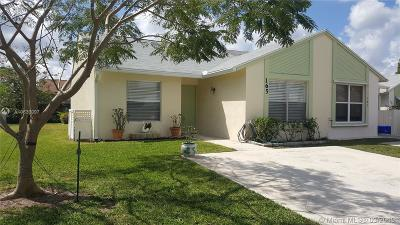 Jupiter Condo Active With Contract: 165 Pinewood Ct
