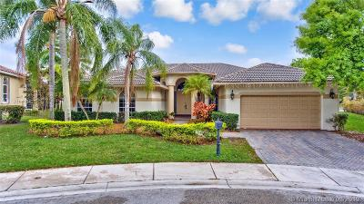 Weston Single Family Home For Sale: 2717 Edgewater Ct
