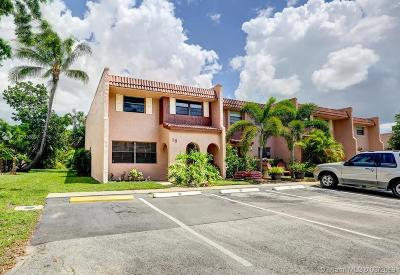 Davie Condo Active With Contract: 18 Cortez Way #18