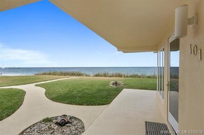 Riviera Beach Condo For Sale: 5060 N Ocean Dr #105