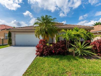 Davie Single Family Home For Sale: 403 Royal Cove Way