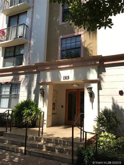 Hollywood Condo For Sale: 1919 Van Buren St #204A