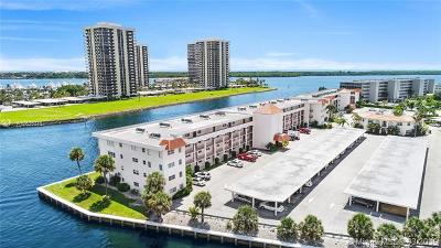 North Palm Beach Condo For Sale: 20 Yacht Club Dr #107
