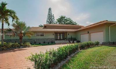 Hialeah Single Family Home For Sale: 19200 E Oakmont Dr