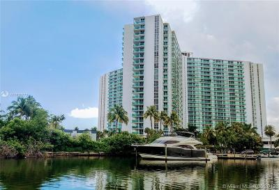 Sunny Isles Beach Condo For Sale: 100 Bayview Dr #1008