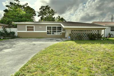 Miramar Single Family Home For Sale: 2310 Island Dr