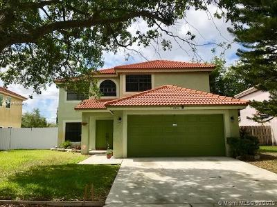 Pembroke Pines Single Family Home For Sale: 1440 SW 88th Way