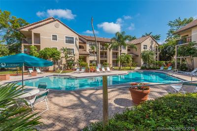 Pompano Beach Condo For Sale: 4381 W McNab Rd #19