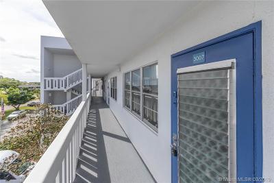 Deerfield Beach Condo For Sale: 3007 N Farnham N #3007