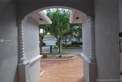 Miami Lakes Single Family Home For Sale: 16324 NW 77th Path