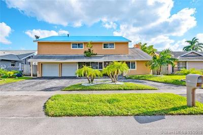 Lauderhill Single Family Home For Sale: 7180 NW 47th Pl