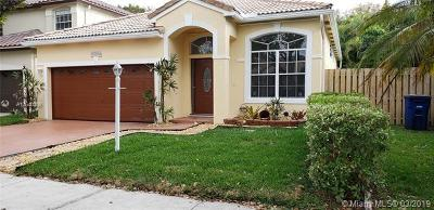 Cooper City Single Family Home For Sale: 10834 Limeberry Dr