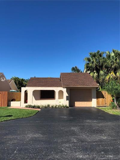 Miami Single Family Home For Sale: 10385 SW 68th Ln