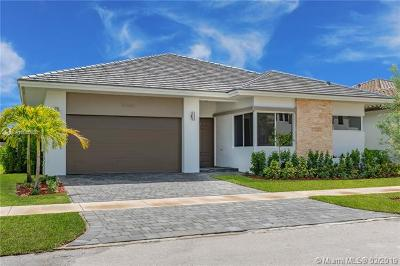 Miami Single Family Home For Sale: 15062 SW 177th Ter