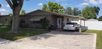 Hollywood Single Family Home For Sale: 221 N 69th Ter