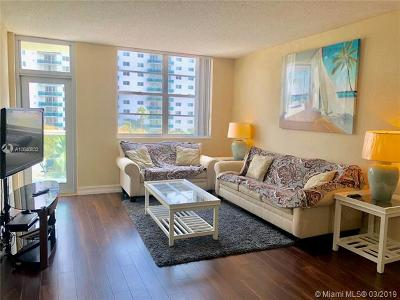 Sunny Isles Beach Condo For Sale: 19390 Collins Ave #414