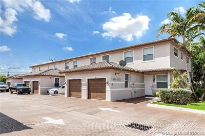 Oakland Park Multi Family Home For Sale: 476 NW 43rd St
