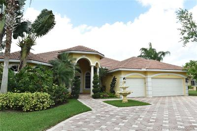 Pembroke Pines Single Family Home For Sale: 580 W Enclave Cir W
