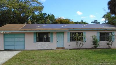 Haverhill Single Family Home For Sale: 1120 Cheryl Rd