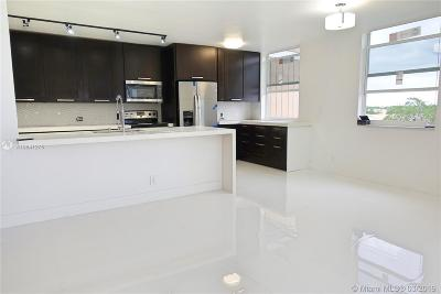 Hollywood Condo For Sale: 4200 Hillcrest Dr #620