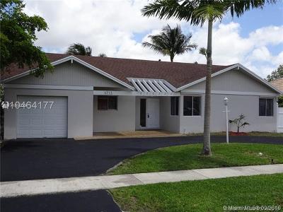 Boca Raton Single Family Home For Sale: 9713 N Carousel Cir N
