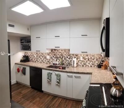 Hollywood Condo For Sale: 3800 Hillcrest Dr #821