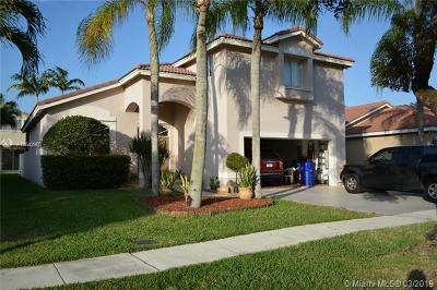 Pembroke Pines Single Family Home For Sale: 17637 SW 11 St