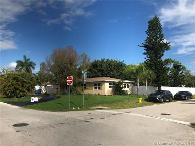 Oakland Park Single Family Home For Sale: 711 NW 39th St
