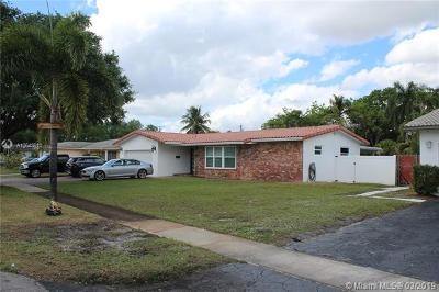 Broward County Single Family Home For Sale: 4521 NW 7 St