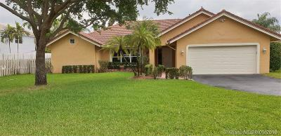 Davie Single Family Home Active With Contract: 700 Amherst Ave
