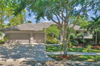 Weston Single Family Home For Sale: 205 Landings Blvd