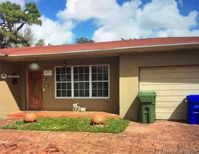 Pembroke Pines Single Family Home For Sale: 6833 SW 16 Court