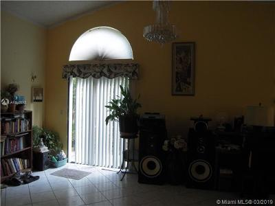 North Lauderdale Single Family Home For Sale: 725 Holly St