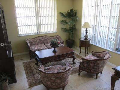 Pompano Beach Condo For Sale: 3641 Oaks Clubhouse Dr #106