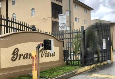 Hialeah Gardens Condo For Sale: 8851 NW 119th St #5105
