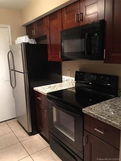 Oakland Park Condo Active With Contract: 2425 NW 33rd St #1302