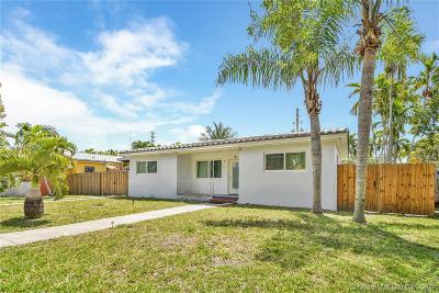 Miami Springs Single Family Home For Sale: 240 Nahkoda Dr