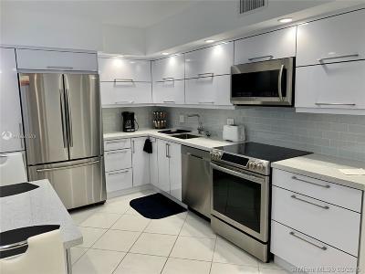 Pompano Beach Condo For Sale: 3520 Oaks Way #1009