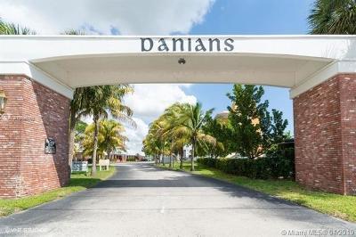 Dania Beach Condo For Sale: 604 NE 2nd St #128