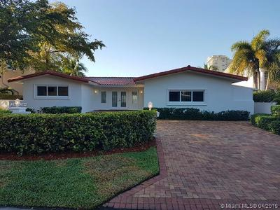 North Miami Single Family Home For Sale: 11440 N Bayshore Dr
