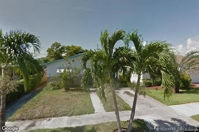 Hallandale Single Family Home For Sale: 653 NW 3rd Ct